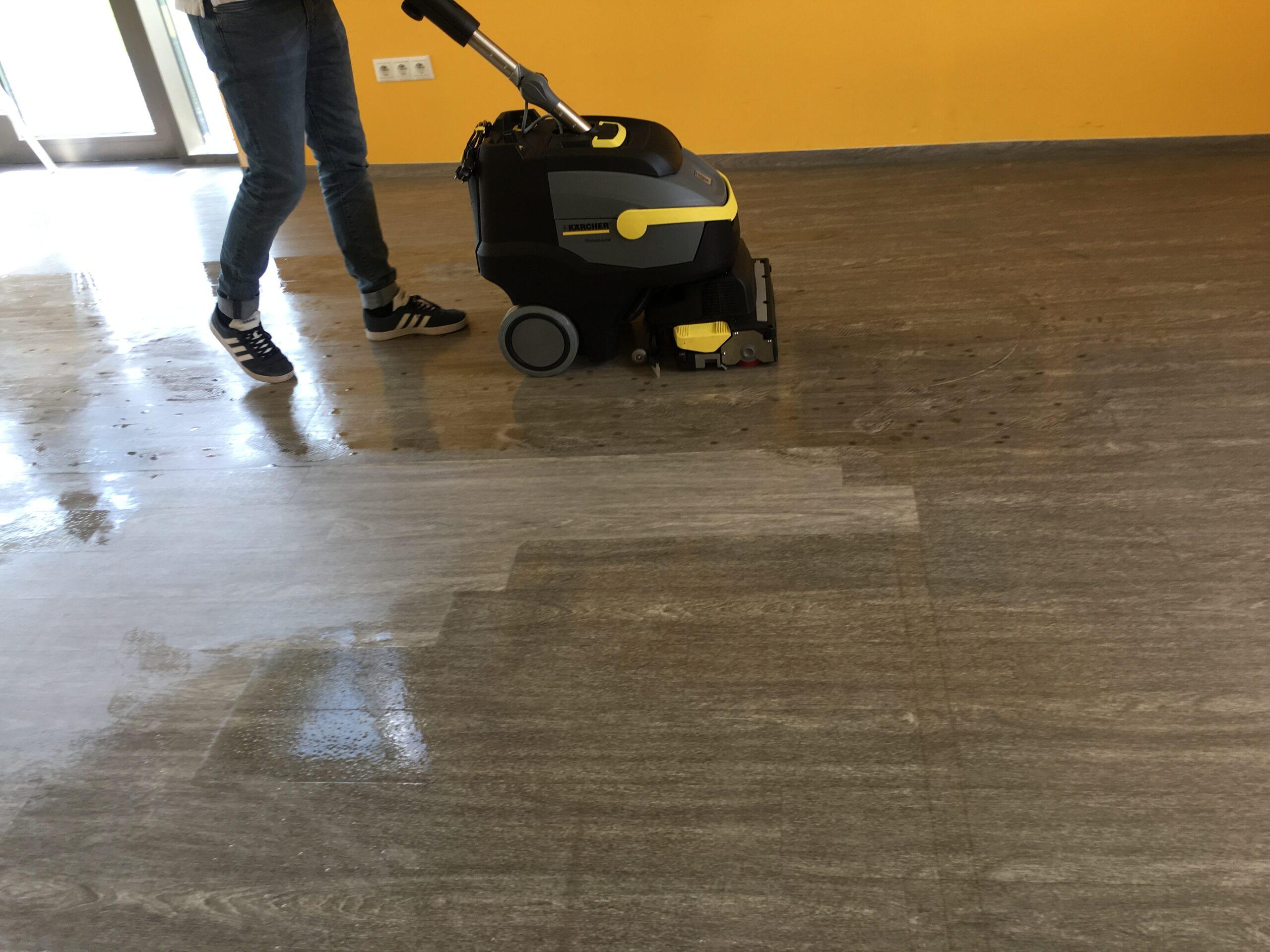 čistenie vinylovej podlahy umývacím automatom 5